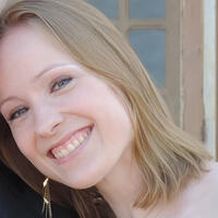 Lisi Hocke has blonde hair and is a senior Agile tester for FlixMobility Tech.