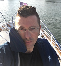 Michael Hüttermann has brown hair and glasses and is an independent DevOps consultant with an international practice.